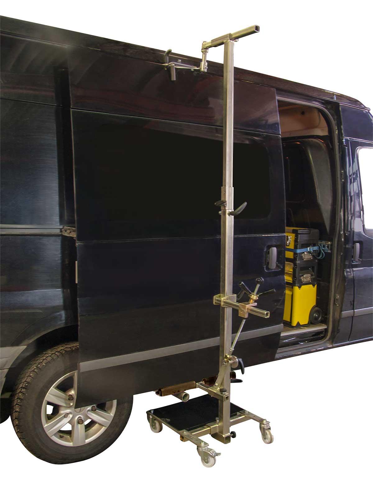 A-14+11-14 Pakettiauton oven käsittely ja siirto
